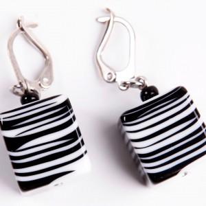 E 0126 BLACK AND WHITE